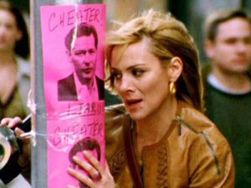 THE DICK: Samantha Jones er helt klart en dame med bein i nesa, og da hun fant ut at kjæresten Richard Wright hadde vært utro mot henne tok hun saken i egne hender - og postet plakater av ham hvor det sto at han hadde vært utro rundt i nabolaget hvor han jobbet. You go! Foto: HBO