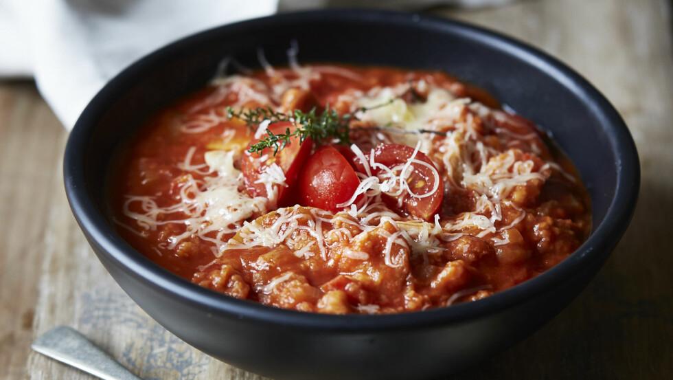 ITALIENSK TOMAT- OG BRØDSUPPE: Denne suppen er ferdig på en halvtime. Perfekt i en hektisk hverdag! Foto: All Over Press