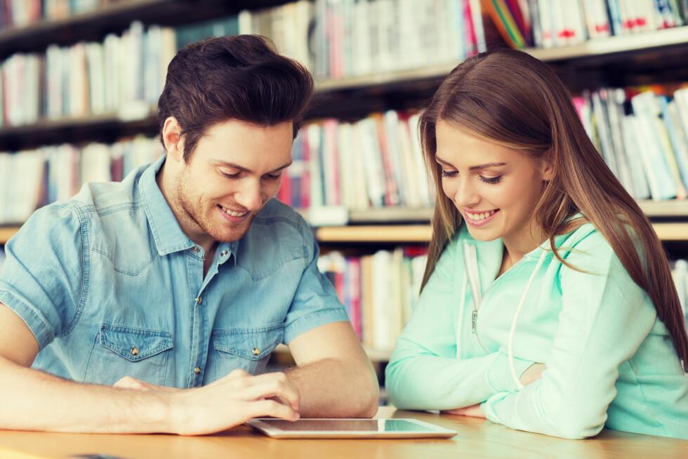 TILTREKNING: Platoniske vennskap mellom menn og kvinner er mulig, ifølge ekspertene. Samtidig er det ikke usannsynlig at det i årenes løp vil oppstå romantiske følelser, enten ensidig eller gjensidig.  Foto: Shutterstock / Syda Productions
