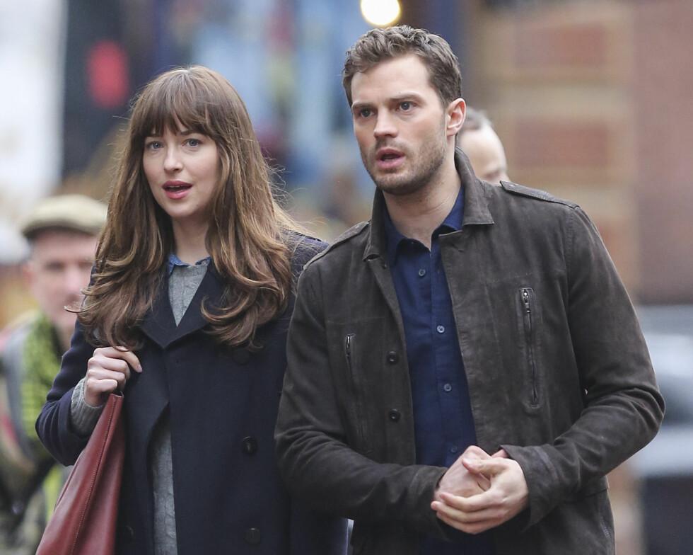 I BYEN SAMMEN: Her filmes det en scene hvor Anastasia og Christian er ute sammen.  Foto: Splash News