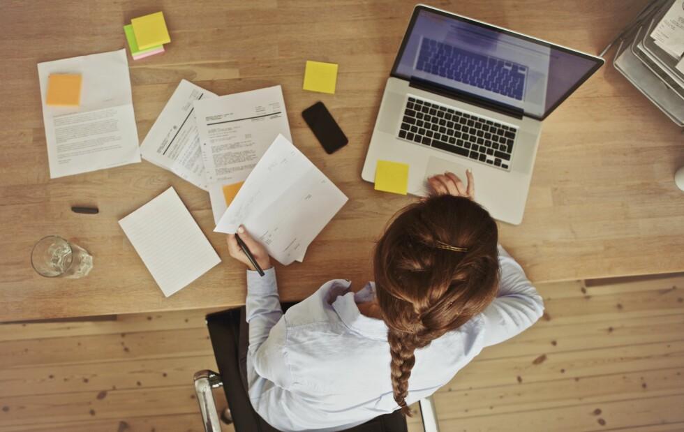 HJEMMEKONTOR? Å endre arbeidsoppgaver og arbeidstid i en periode hjelper mange, ifølge Gundersen. Foto: Shutterstock / Jacob Lund
