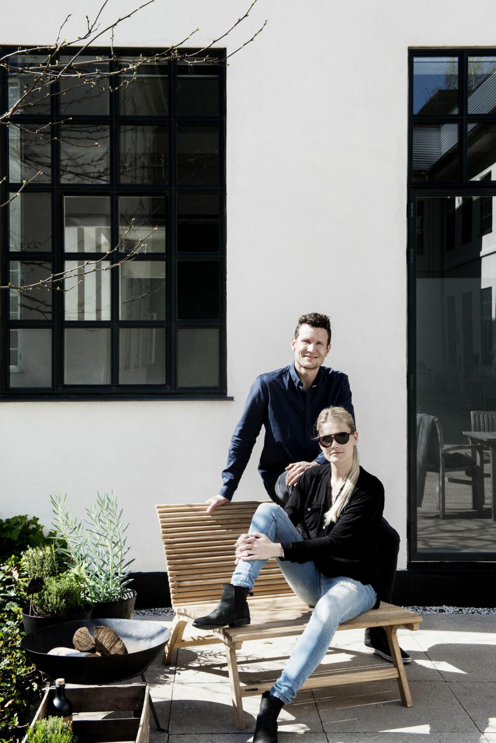 PERFEKT STED: Michala og Morten syntes det gamle fabrikklokalet var et perfekt sted for den minimalistiske drømmeleiligheten. Foto: Gyrithe Lemche