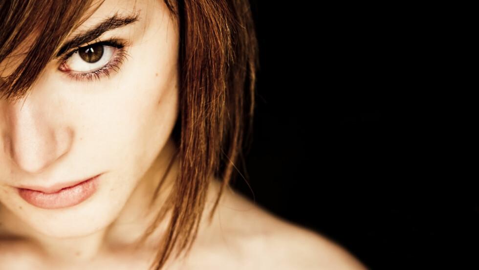 TAR GJERNE OFFERROLLEN: Den kvinnelige psykopaten bruker gjerne det at hun er fysisk svakere enn mannen i sin favør.  Foto: Shutterstock / Jose AS Reyes