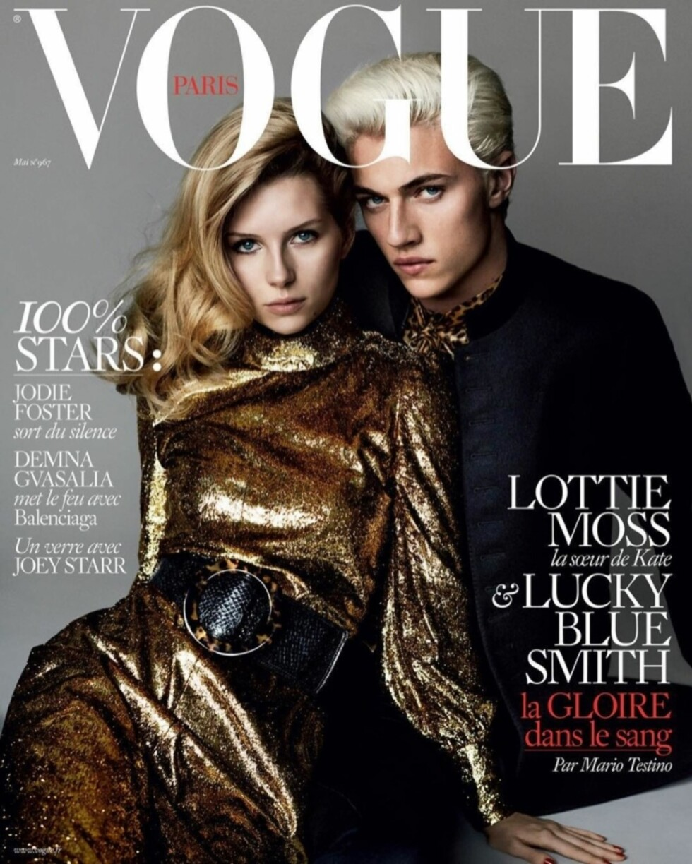 FØRSTE VOGUE COVER: Her er Lottie og Lucky Blue på coveret av Vogue denne måneden. Dette er 18-åringens første cover.  Foto: Faksimile Vogue