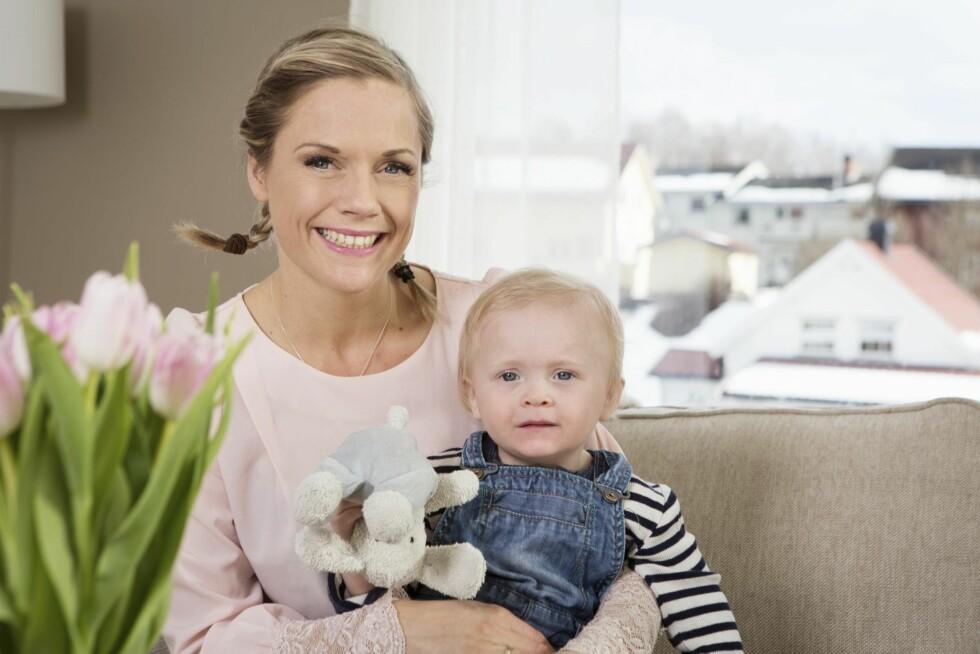 STOLT MOR: Noah er Kristin og Davids hjerteknuser. – Å bli mamma var lenge en uvirkelig drøm, sier Kristin.    Foto: Ellen Jarli