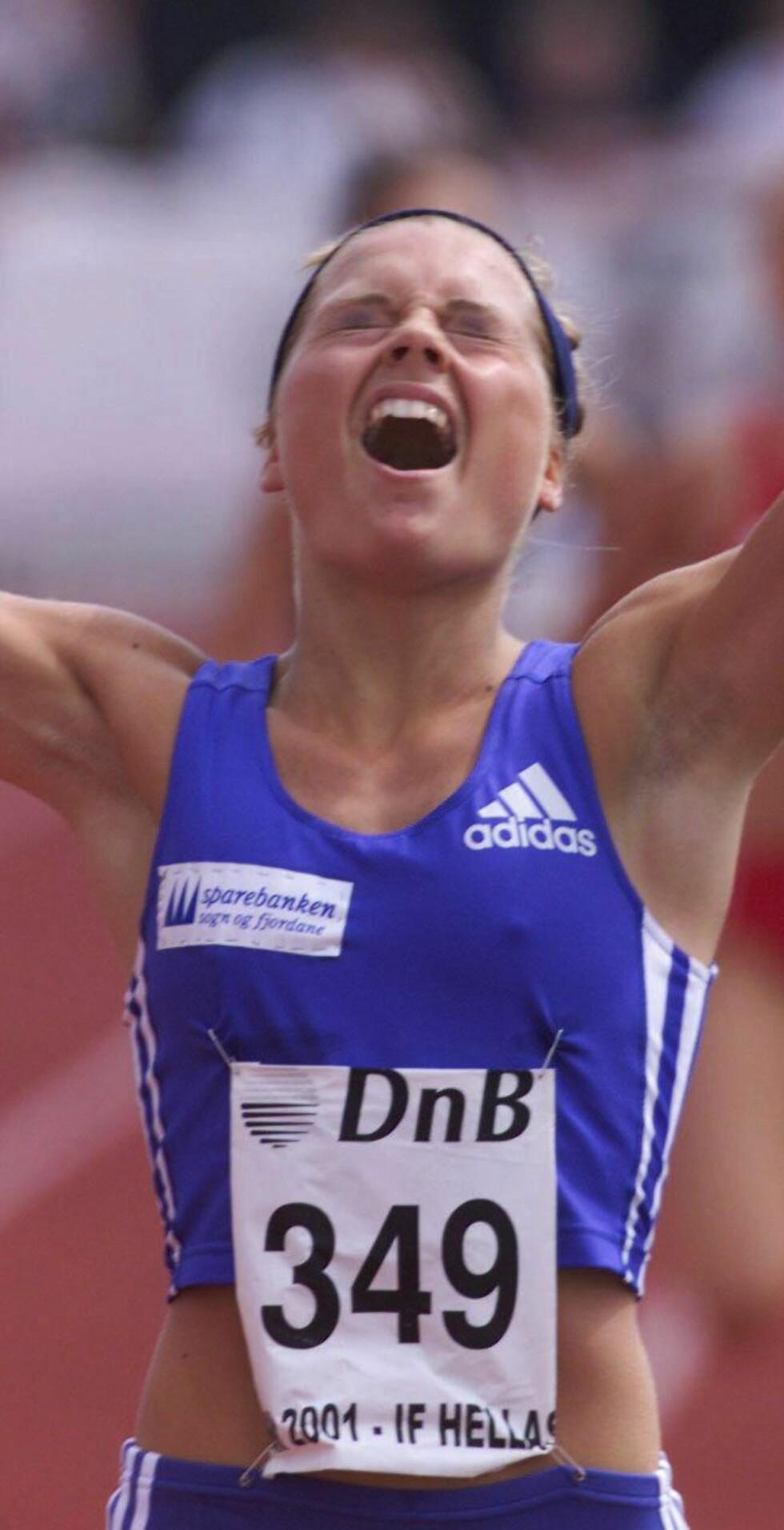 SKJULTE SYKDOMMEN: Kristin kaller de gode årene på løpebanen for «frisk nok til gull». – Jeg trodde jeg var kvitt anoreksien, men den var dessverre ikke langt unna. Her vinner hun NM-gull på 800 meter i 2001. Foto: NTB-Scanpix