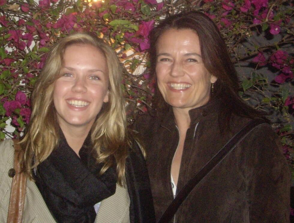 NÆRT FORHOLD: Mette og Maria kunne snakke sammen om alt. – Mamma og jeg var så ekte mot hverandre. Å ha henne til mor, har gitt meg mye, sier Maria. Her er de i Sharm El Sheik vinterferien 2008.  Foto: Privat