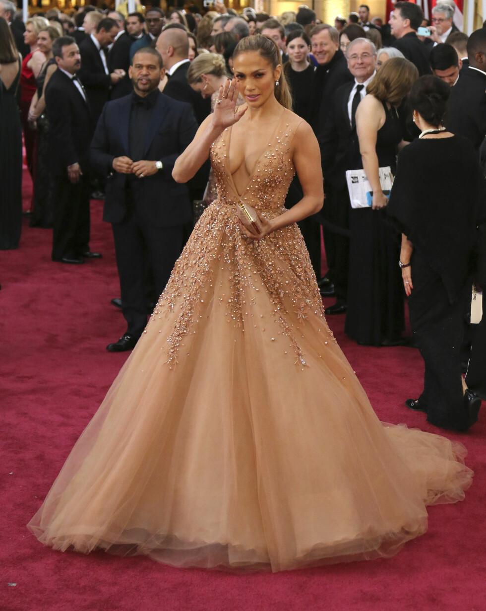 OSCAR-KJOLEN: Jennifer Lopez hadde på seg en kjole fra Elie Saab under Oscar-utdelingen i 2015. Foto: Reuters