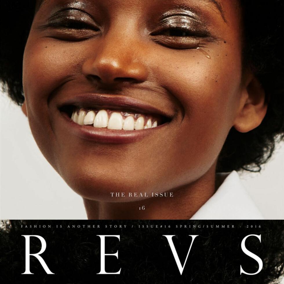 Cover av kunst- og motemagasinet REVS.  Foto: Produsenten