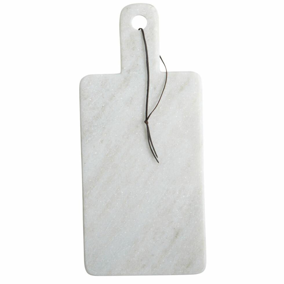 Serveringsbrett/fjøl i marmor (kr 220, House Doctor). Foto: Produsenten