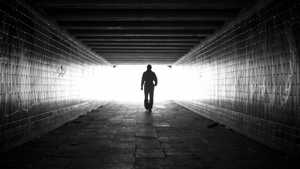 BLIND VOLD: Mange som rammes får symptomer på posttraumatisk stressyndrom, og opplever blant annet irritabilitet, anspenthet og blir fortere slitne. Foto: Shutterstock / GlebStock