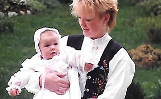 Anne Cecilie var hjelpeløs tilskuer til at storesøsteren ruset seg