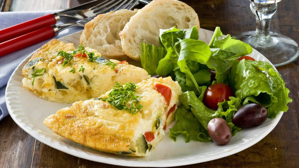 GRØNNSAKSFRITTATA: Med masse grønnsaker, egg og ost blir frittataen en fullverdig middag. Foto: All Over Press