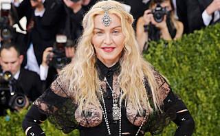 MET GALLA 2016: Madonna (57) viste både det ene og det andre på den røde løperen