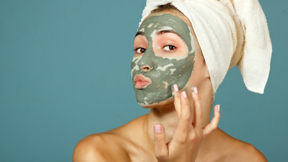 HUDPLEIE: Hjemmelaget hudpleie kan både irritere og på sikt skade huden, ifølge ekspertene. Foto: Shutterstock / vita khorzhevska