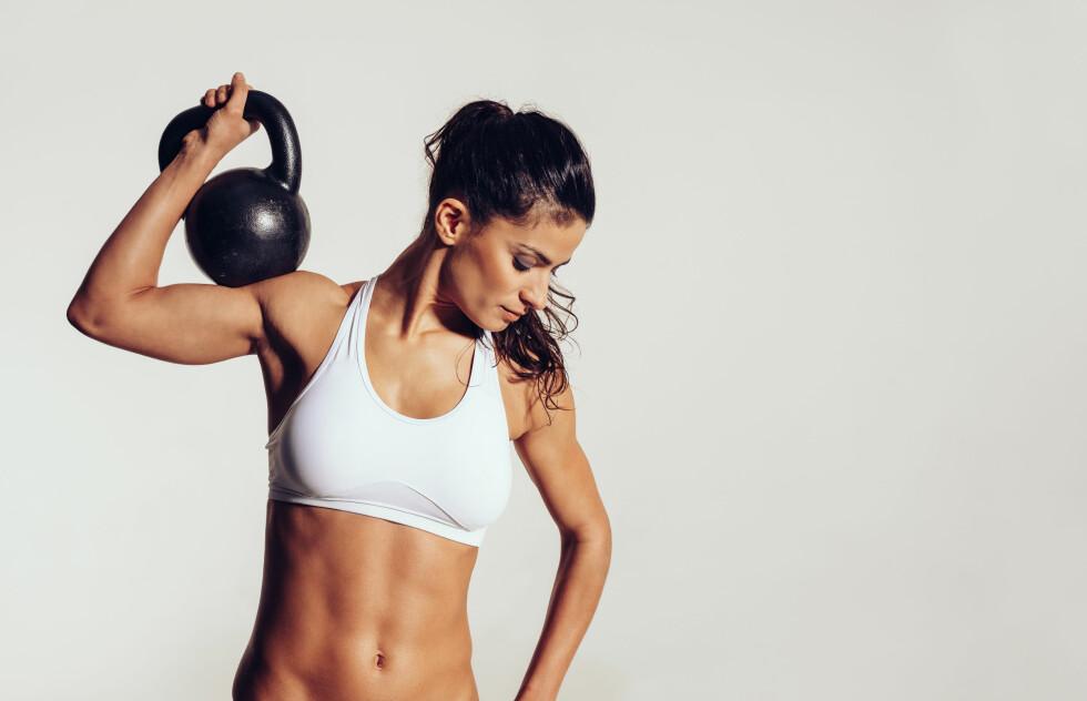 HELSEGEVINST: Styrketrening er blant annet godt for beinbygningen, sirkulasjon i muskler og ledd, og for hjertet. Foto: Shutterstock / Jacob Lund