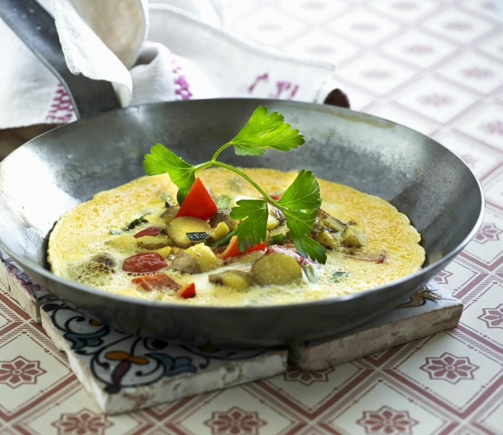 PERFEKT: En omelett med grønnsaker og friske urter, er et optimalt måltid for en som ønsker å holde vekten.  Foto: Bon Appetit