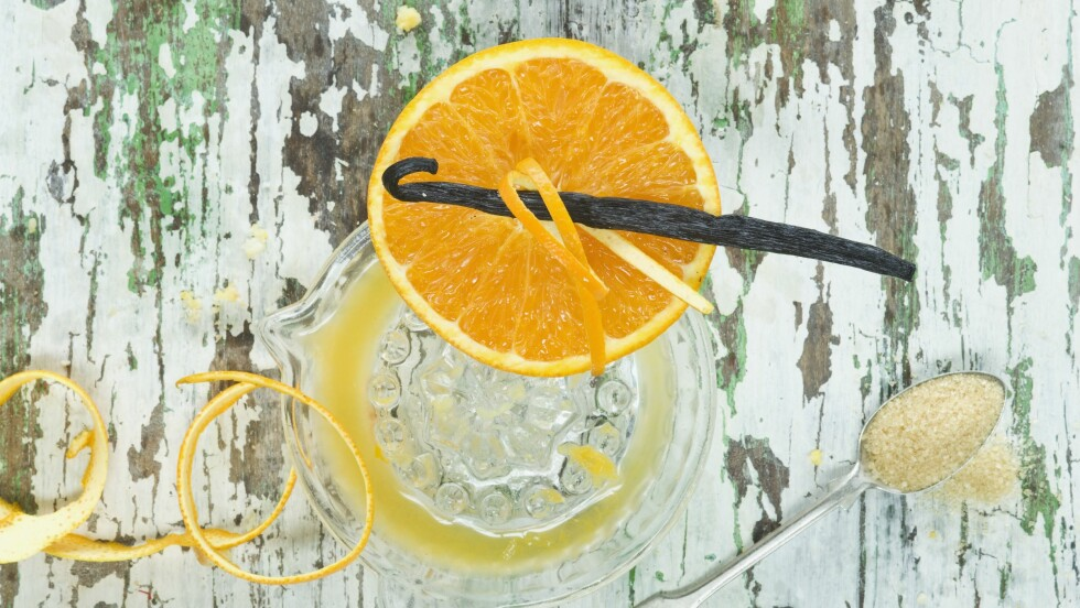 APPELSIN= SUNT: At den smaker godt bør ikke være den eneste grunnen til at du skreller deg en appelsin eller to – den har nemlig et godt knippe med helsefordeler. Foto: Bon Appetit