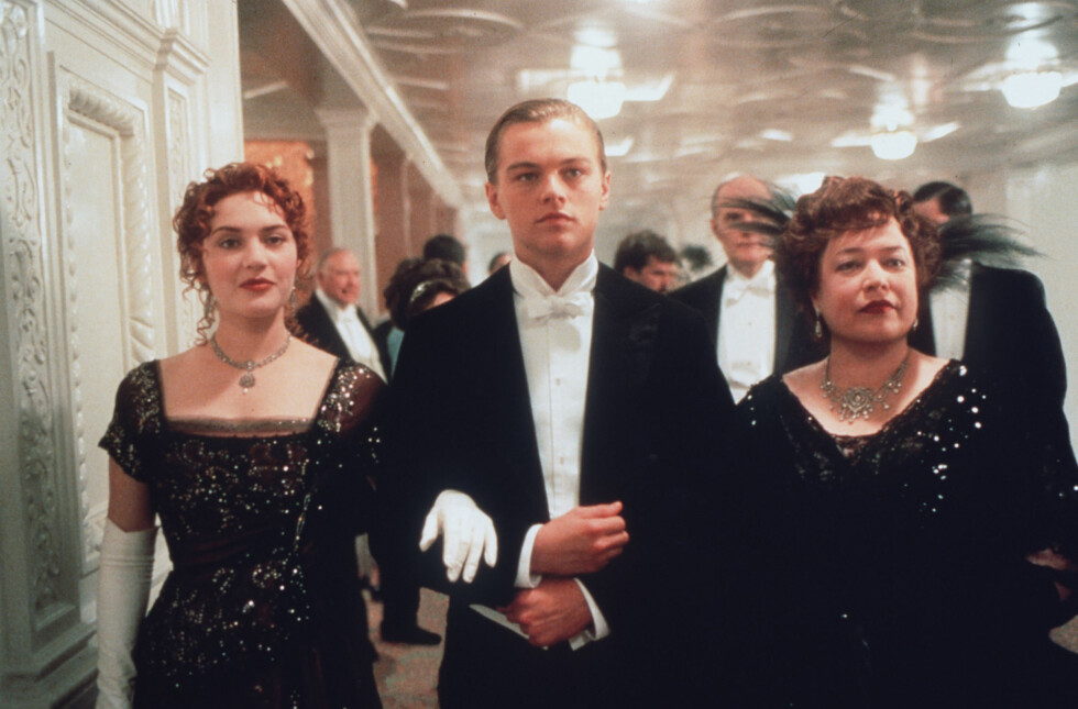 PÅ FØRSTEKLASSE: Kate Winslet, Leonardo DiCaprio og Kathy Bates fra filmen Titanic fra 1997. Foto: NTB Scanpix