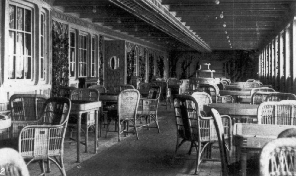 SLIK SÅ DET UT: Dette bildet viser Parisian Café som var et av de mange stedene passasjerene på 1. klasse kunne oppholde seg under Titanic-turen. Foto: NTB Scanpix