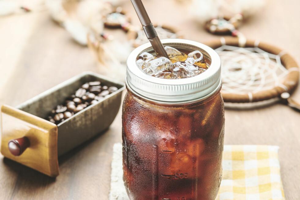 COLD BREW: Svart kaffe med isbiter? Nei, det er cold brew, og du bør gi det en sjanse. Foto: Shutterstock / iPranoffee