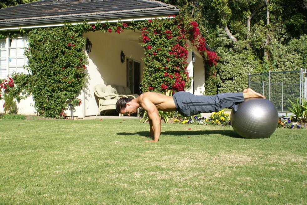NY VRI: Med push-ups inkludert i den vanlige plankeøvelsen, får du enda mer ut av treningen.  Foto: Cornelis Elander