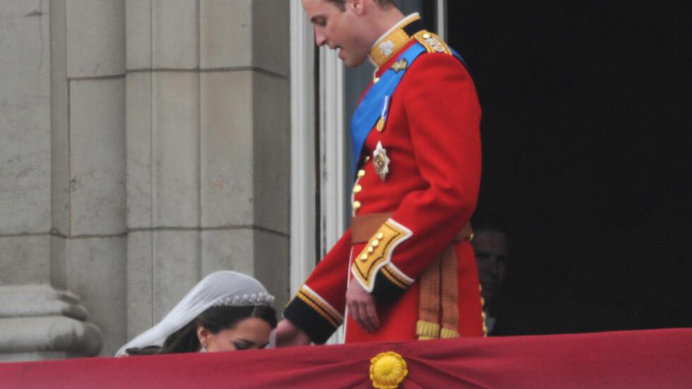 KATE OG WILLIAM: For mange i KK-redaksjonen (og mest sannsynlig ellers i verden) er det nettopp dette bildet som sitter best i minne når man tenker tilbake på 29. april 2011 - dagen da Kate Middleton og prins William ble hertug og hertuginne av Cambridge. Foto: NTB Scanpix