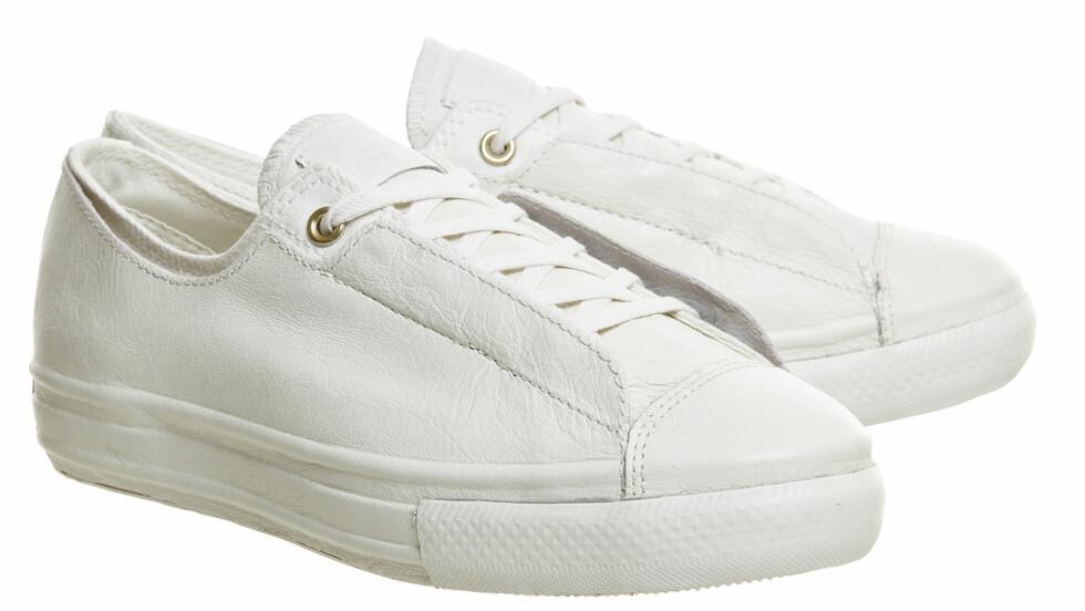 CONVERSE: Det populære merket har designet en ny sko! Kommer disse til å bli din nye vårsko? Disse har en prislapp på kroner 842, men hvis du sjekker ut alle de lekre, hvite sneakersene vi har funnet frem nederst i saken, kommer du garantert til å finne noen billigere varianter også!  Foto: Office.co.uk