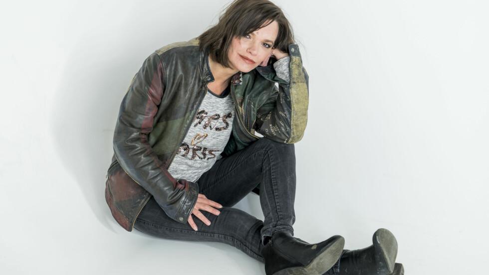 JULIE WINGE: Skuespiller og skribent Julie Winge deler sin sterke historie i denne spalten. Hun er også en av KK.nos nye spaltister, og vil dele flere tekster fremover.  Foto: Per Ervland