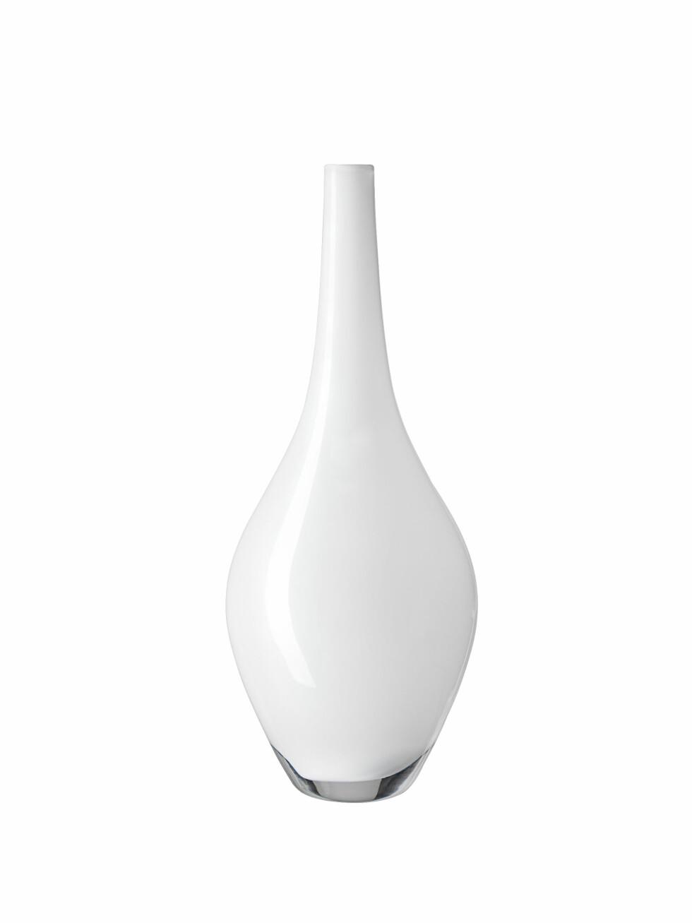 Vasen «Salong» i hvitt glass (kr 79, Ikea). Foto: Produsenten