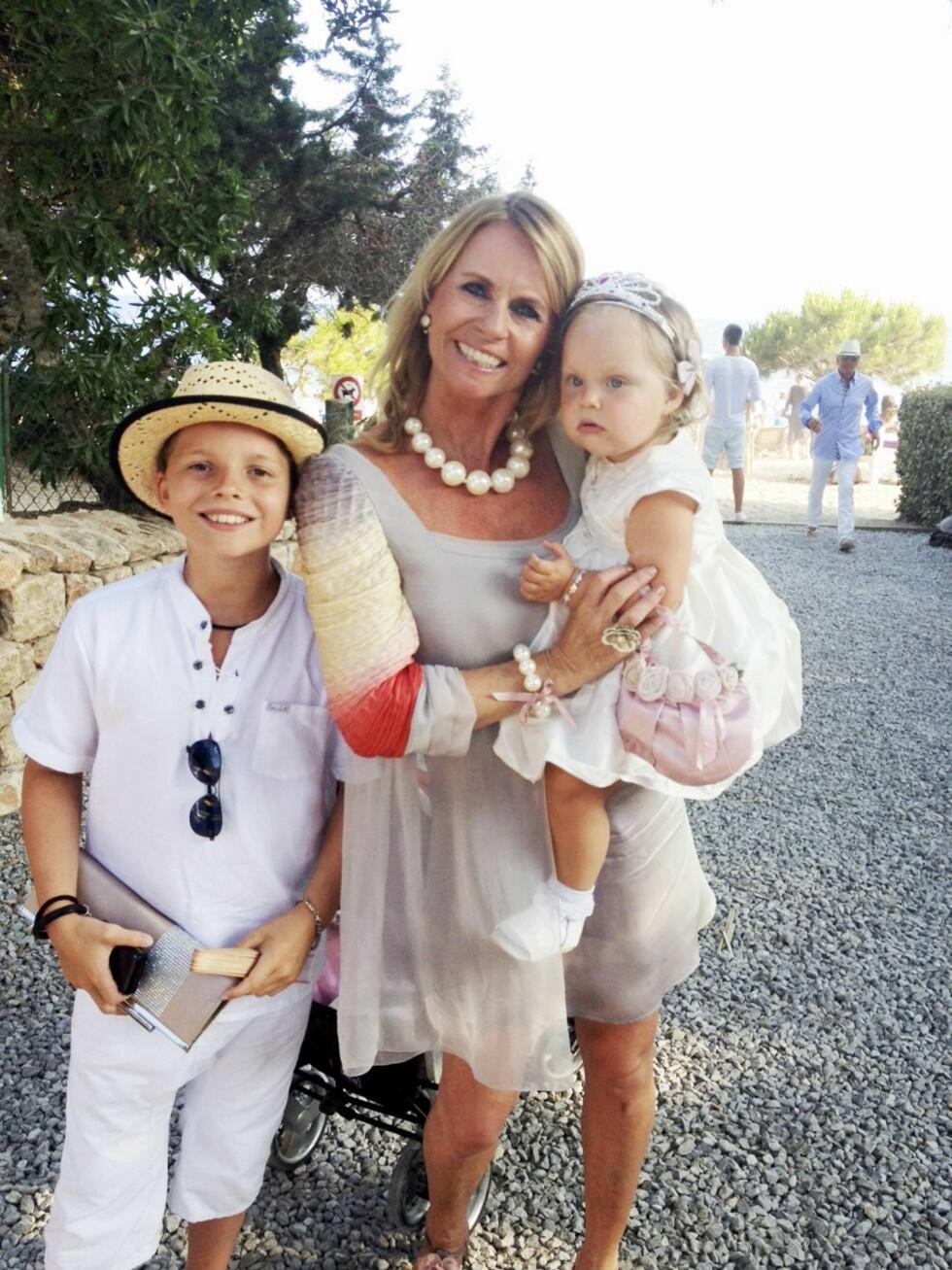 ELLEN ARNSTAD: Her med sine to yngste barn, Alexander og Gabrielle Margrete. Foto: Privat