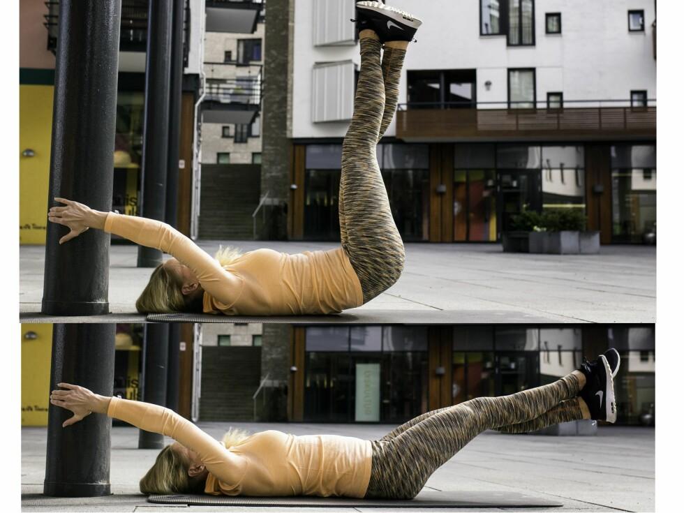 """ØVELSE: Start med beina oppe og sørg for å """"bremse"""" farten mens du slipper dem forsiktig ned. Dette er en veldig effektiv øvelse når den gjøres  riktig. Foto: Lars Erik Bakken @fotobakken"""