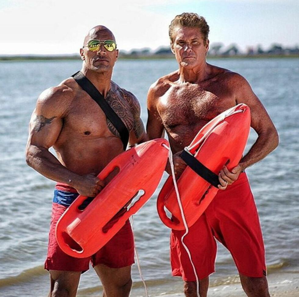 <strong>SPILLER MITCH:</strong> Dwayne Johnson (The Rock) skal spille David Hasselhoffs rollefigur - Mitch. Her er de to sammen.  Foto: Xposure