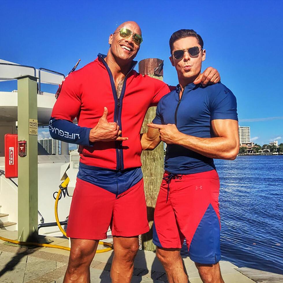 Dwayne og Zac i kostymene sine.  Foto: Xposure