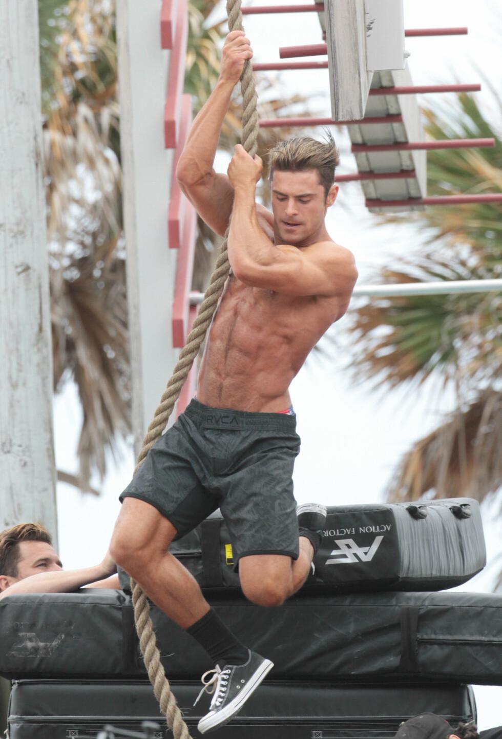 Zac Efron har trent enormt mye til sin rolletolkning av Matt Brody.  Foto: Splash News