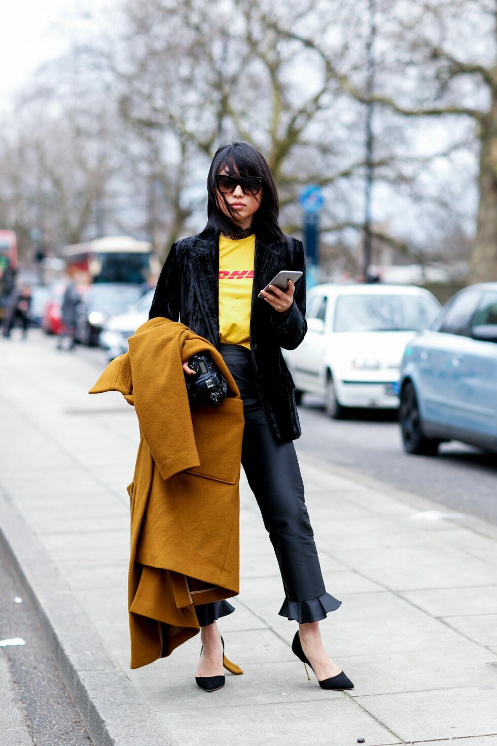 <strong>DHL:</strong> Blogger Margaret Zhang poserer i Vetements t-skjorten til 2200 kroner. Foto: Abaca