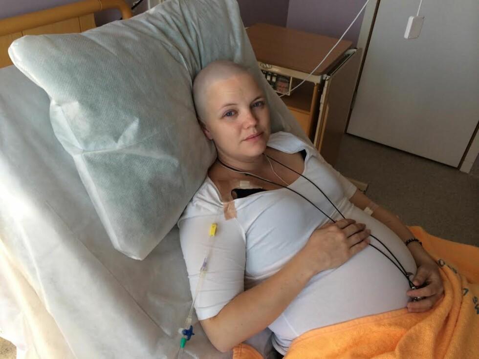 <strong>GRAVID OG MED BRYSTKREFT:</strong> Jeanine var 26 uker på vei da hun fikk diagnosen. Foto: Privat