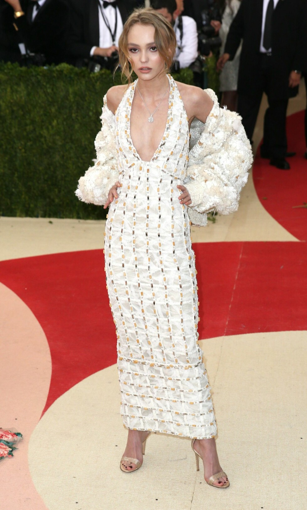 MET GALLA 2016: Lily Rose Depp i Chanel. Foto: Epa