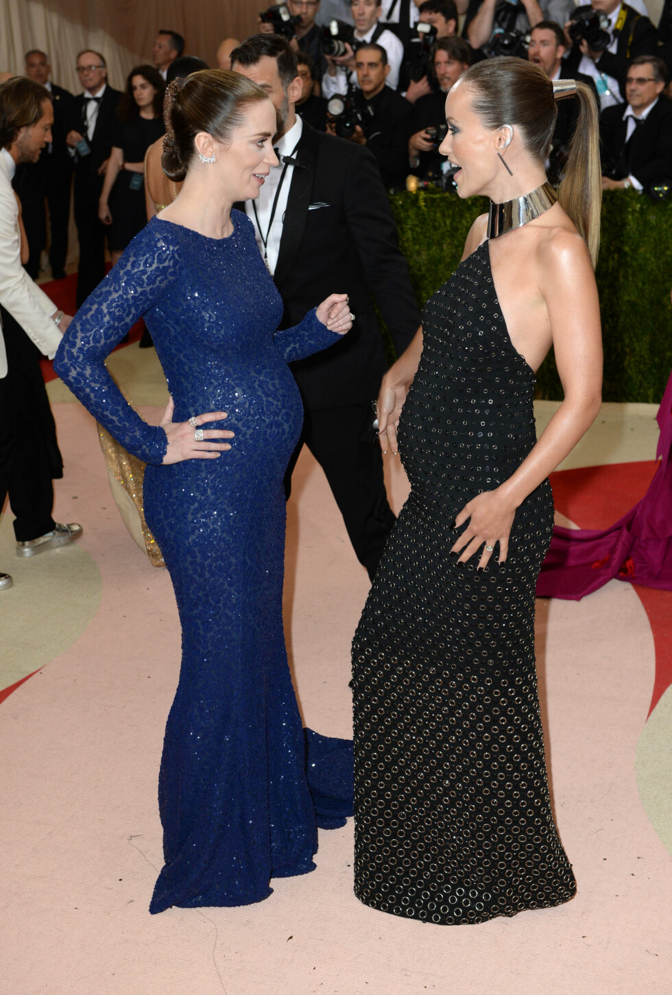 MET GALLA 2016: Emily Blunt og Olivia Wilde i Michael Kors. Foto: Pa Photos