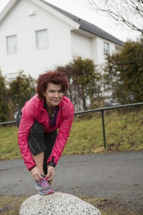 TRENING HJALP HENNE: Vibeke trener daglig, noen ganger flere ganger om dagen. – Å være aktiv hjelper meg både fysisk og psykisk. Det gir meg styrke.  Foto: FOTO: ELLEN JARLI