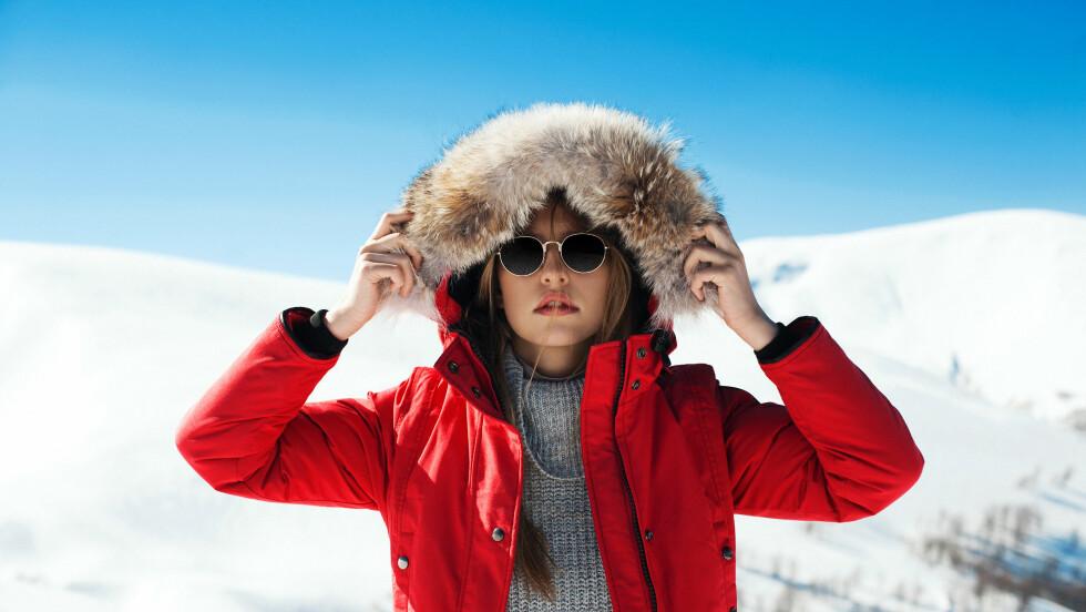 SNØBLIND: Gode solbriller kan spare deg for mye smerte i den sterke senvintersolen.  Foto: Shutterstock / Versta