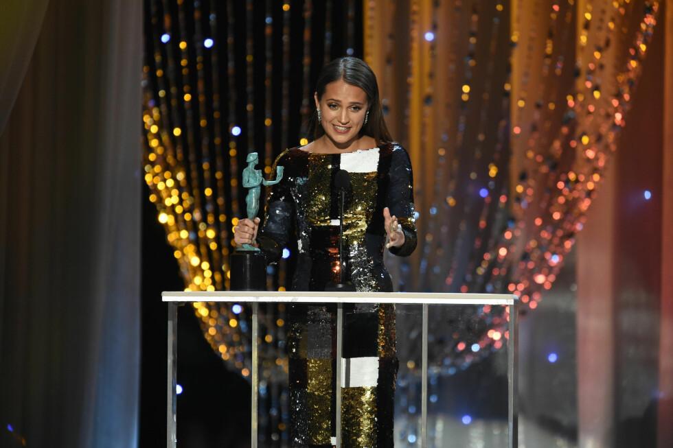 <strong>ALICIA VIKANDER:</strong> Under SAG Awards som ble avholdt i Hollywood i slutten av januar mottok Alicia Vikander prisen for beste birolle for filmen «The Danish Girl». Det er også denne rollen hun er Oscar-nominert for. Foto: NTB Scanpix