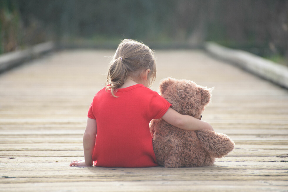 FØLTE DU DEG LITE ELSKET SOM BARN?: Det er noe man veldig ofte tar med seg inn i det voksne liv.  Foto: Shutterstock / Podlesnyak Nina