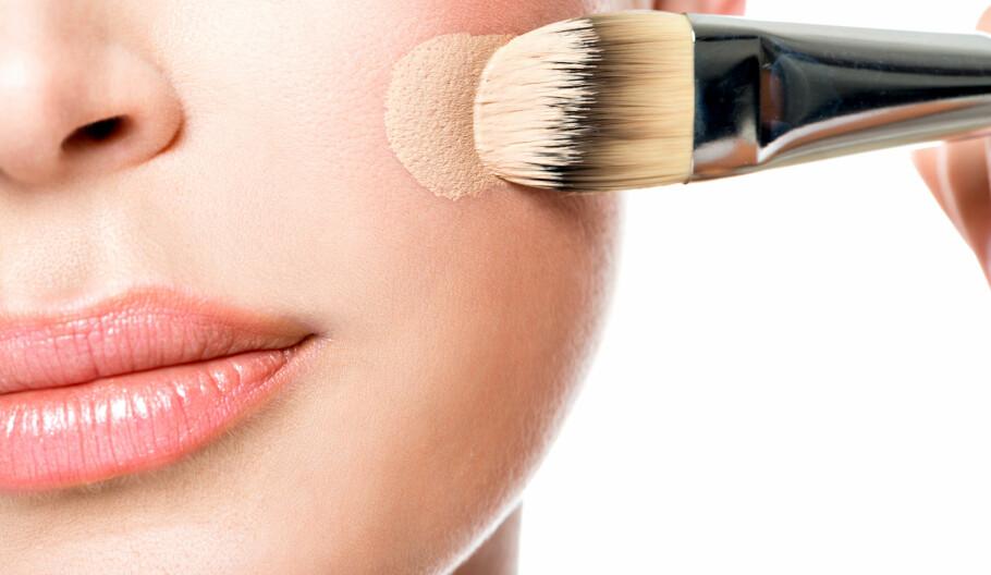 MANGE VALG: Vi kvinner har mye å velge mellom når det kommer til makeup, og det er ikke alltid lett å holde styr på hva de ulike produktene faktisk skal brukes til. Foto: Shutterstock / Valua Vitaly