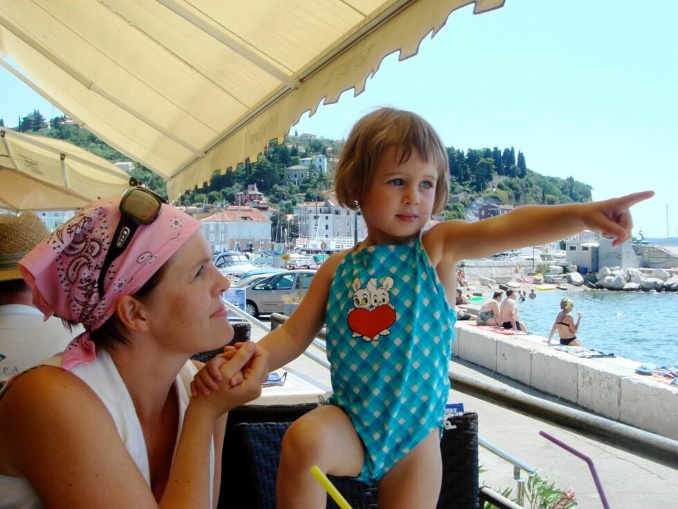KVALITETSTID: Dora og datteren Sara på ferie. Foto: Privat