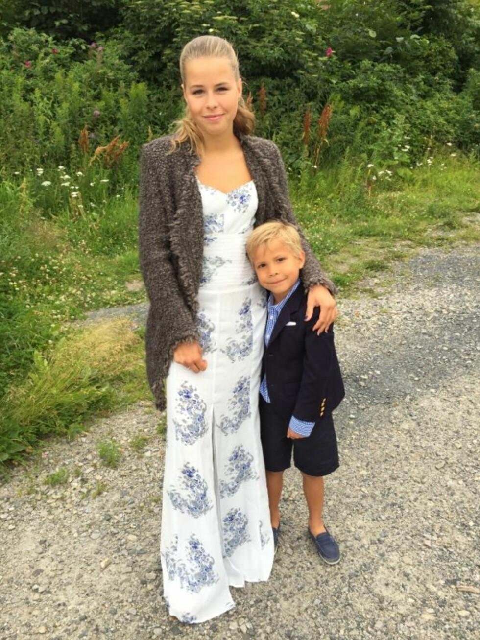 Vibekes eldste datter Sofie sammen med lillebror Liam. Foto: Vibekeklemetsen.no