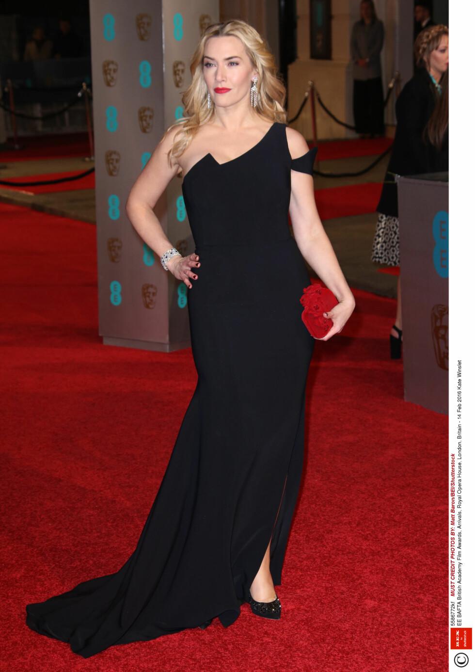 KATE WINSLET: 40-åringen strålet i denne fantastiske sorte kjolen. Foto: Rex Features