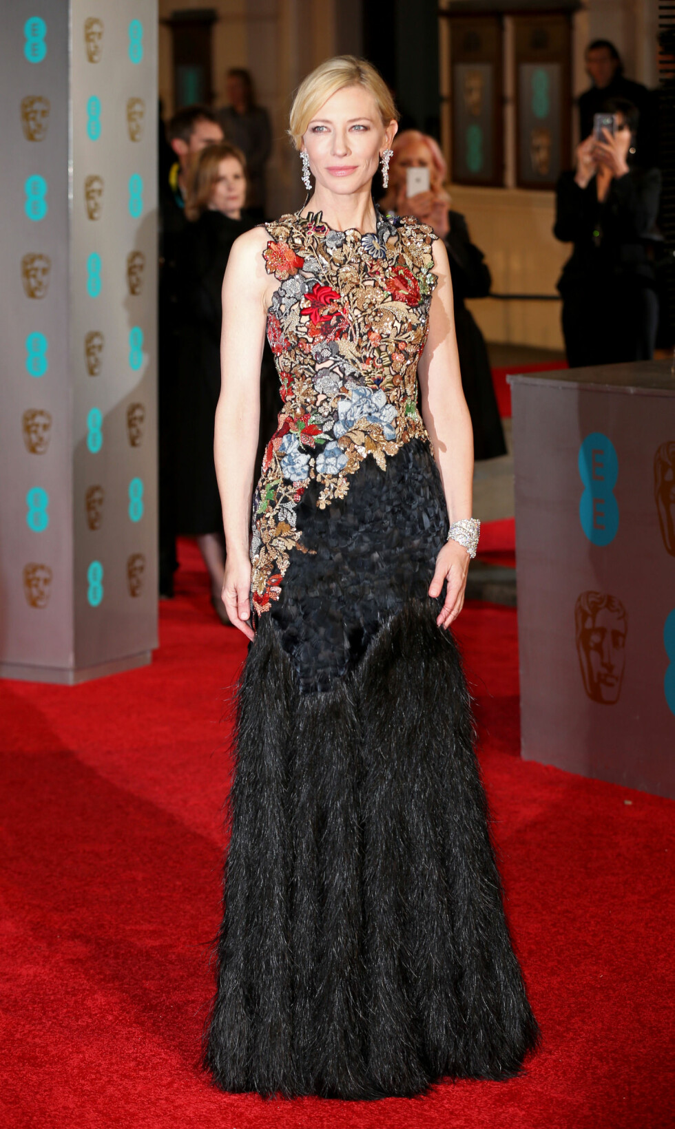 CATE BLANCHETT: 46-åringen ser fantastisk ut i denne spesiallagde Alexander McQueen-kjolen. Foto: wenn.com