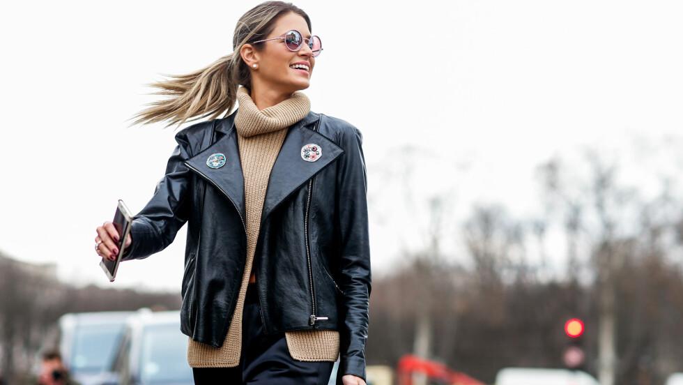 KLE DEG FOR HELG: Akkurat som Helena Bourdon har gjort her, har vi også funnet en trendy jakke med kule detaljer til helgens antrekk. Sjekk ut alle plaggene i bildekarusellene nede i saken. Foto: Abaca