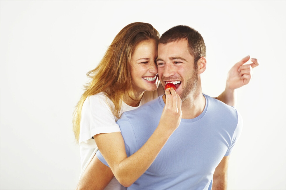 FOREBYGGER IMPOTENS: Det kan være lurt for partneren din å få i seg litt ekstra frukt og bær. Foto: Shutterstock / BONNINSTUDIO